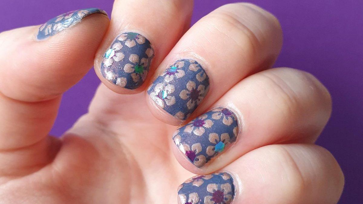 Montagspinselei Nailvinyls Blumen Nailart