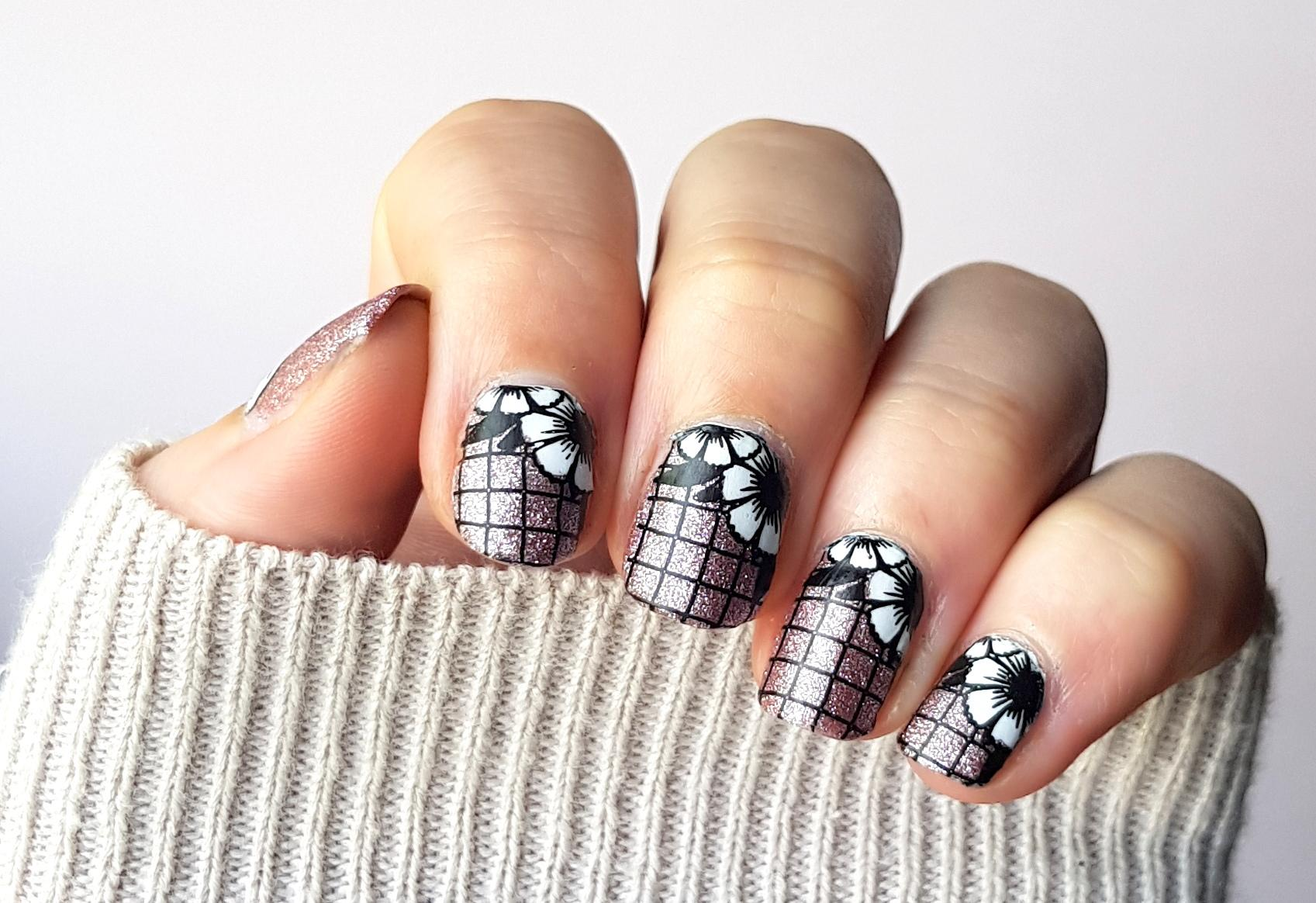 Naildesign Reverse Stamping Flower Geometry