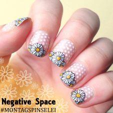 Montagspinselei Negative Space Daisies Nailart