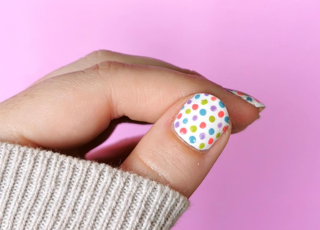 Eiscreme Nailart Colorful Dotting Nails
