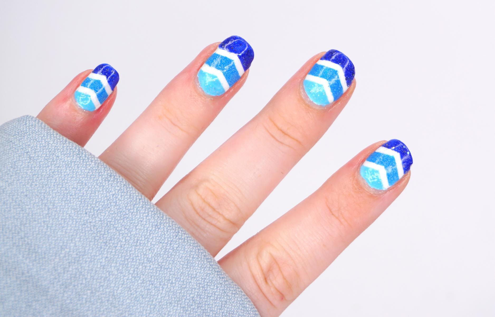 Blue chevron Nails